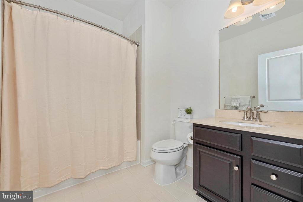 Hall Bathroom - 811 JEFFERSON PIKE, BRUNSWICK