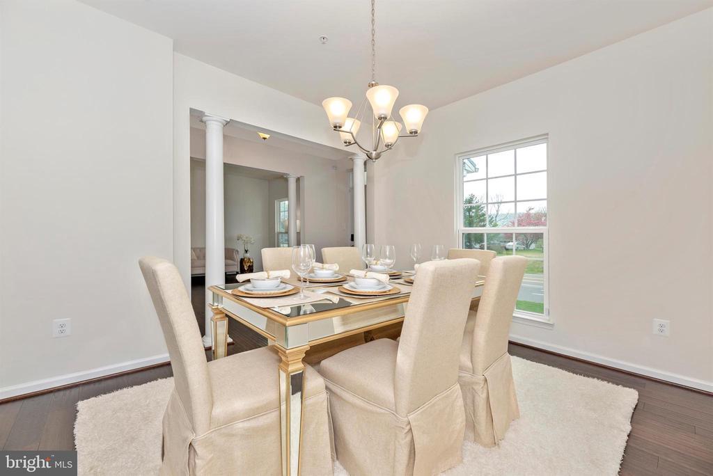 Dining Room also has Columns - 811 JEFFERSON PIKE, BRUNSWICK
