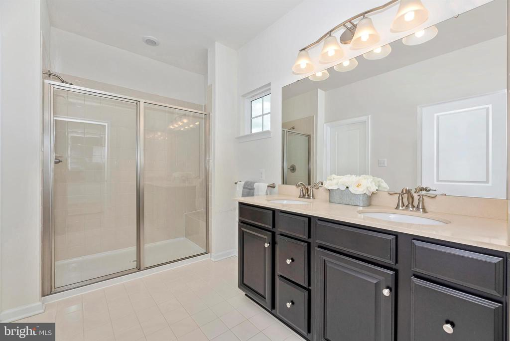 Dual Sinks! - 811 JEFFERSON PIKE, BRUNSWICK