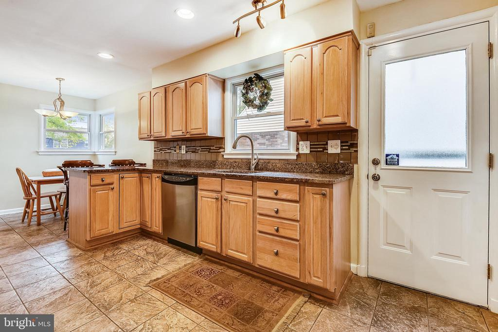 Kitchen - 3340 HIGHWOOD DR SE, WASHINGTON