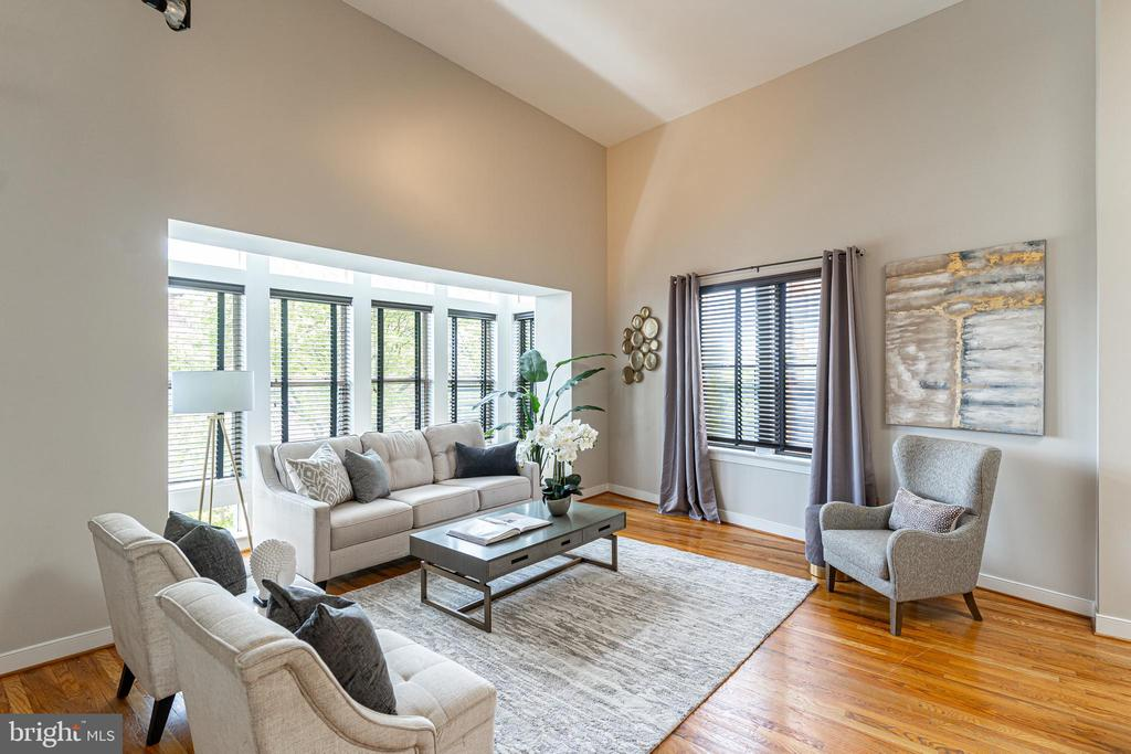 Bright living space with voluminous ceilings - 1827 FLORIDA AVE NW #401, WASHINGTON