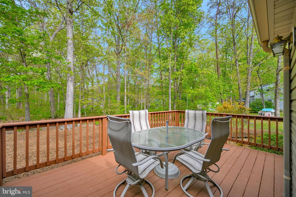Come sit a spell expanded outdoor living deck - 228 YORKTOWN BLVD, LOCUST GROVE