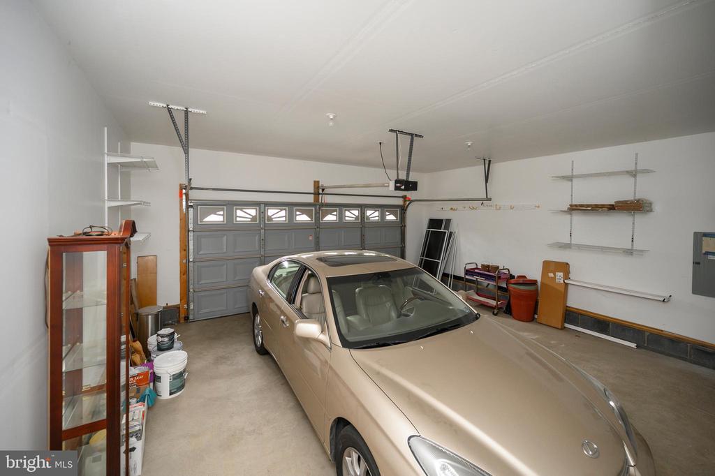 Double Garage with workshop space - 228 YORKTOWN BLVD, LOCUST GROVE