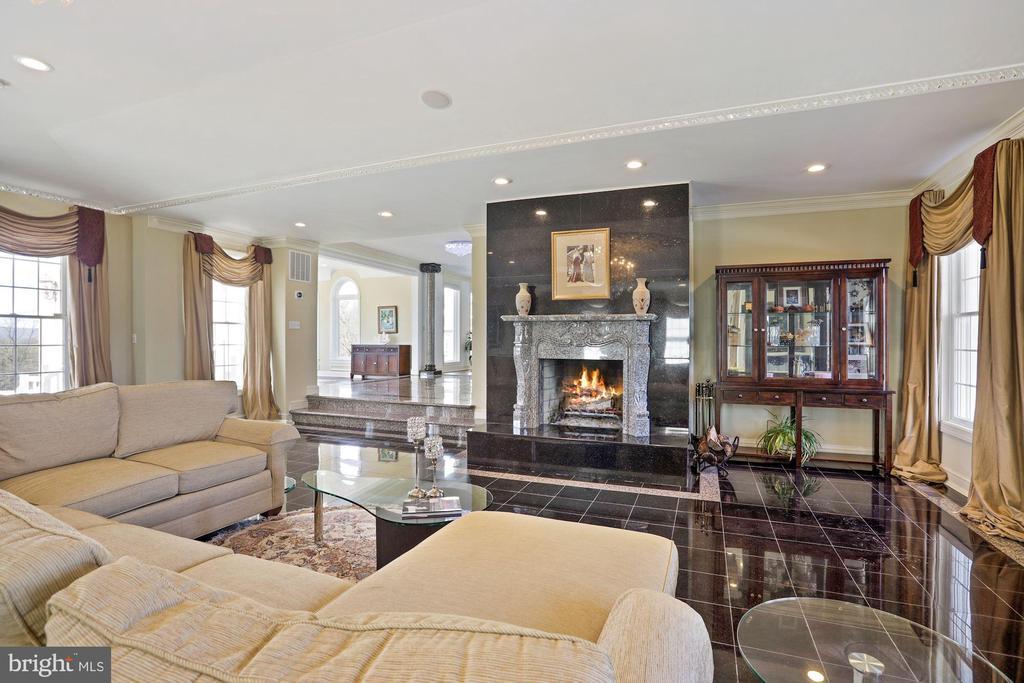 Warm granite fireplace. - 15929 BRIDLEPATH LN, PAEONIAN SPRINGS