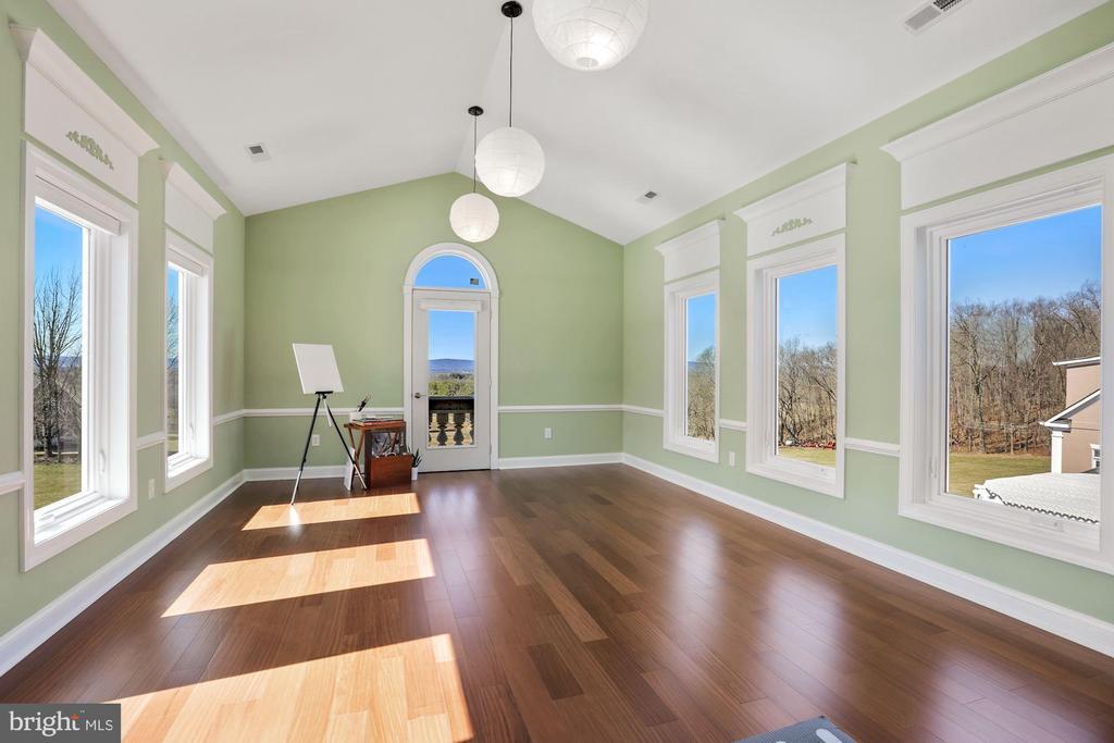 Yoga/Hobby room off master sitting room. - 15929 BRIDLEPATH LN, PAEONIAN SPRINGS