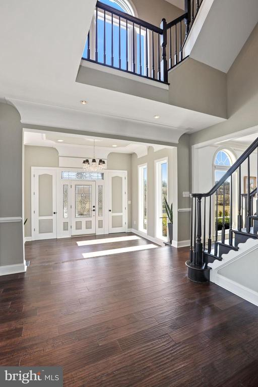 Foyer and view to 2nd floor. - 15929 BRIDLEPATH LN, PAEONIAN SPRINGS