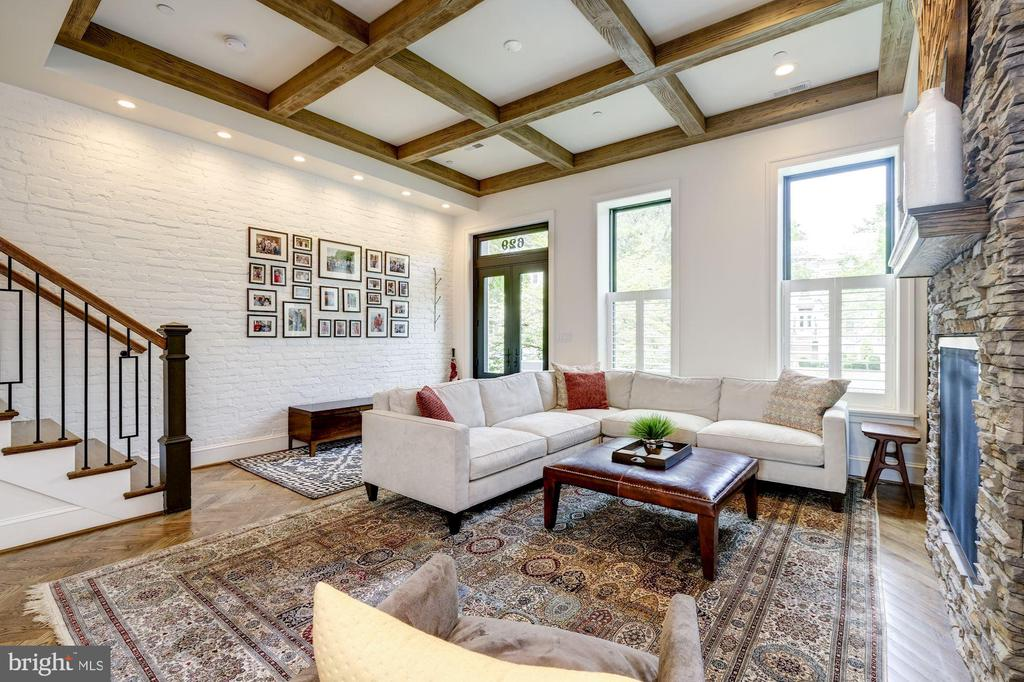 Owner's Unit - Living Area Beamed Ceilings - 629 E CAPITOL ST SE, WASHINGTON