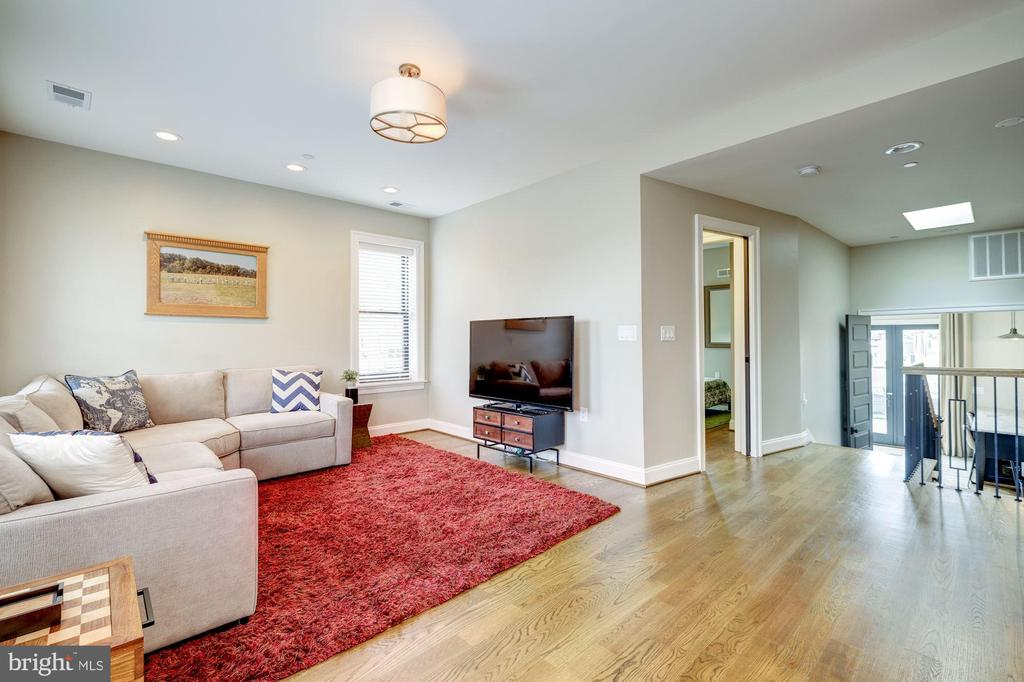 Easily Converted to 5th Bedroom - 629 E CAPITOL ST SE, WASHINGTON