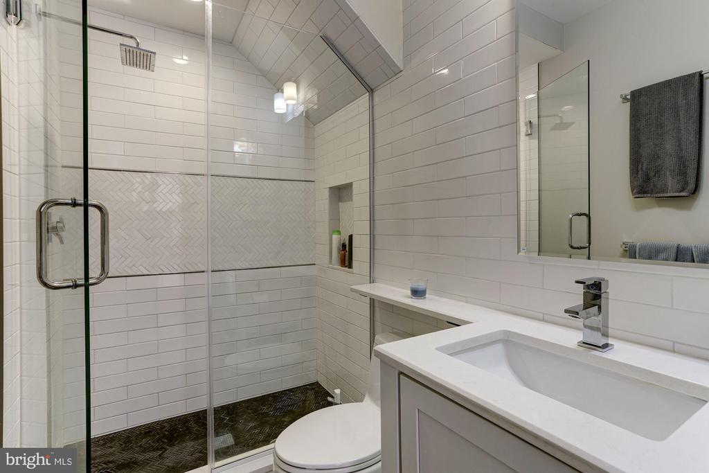 Unit 3 - Full Bath - 629 E CAPITOL ST SE, WASHINGTON