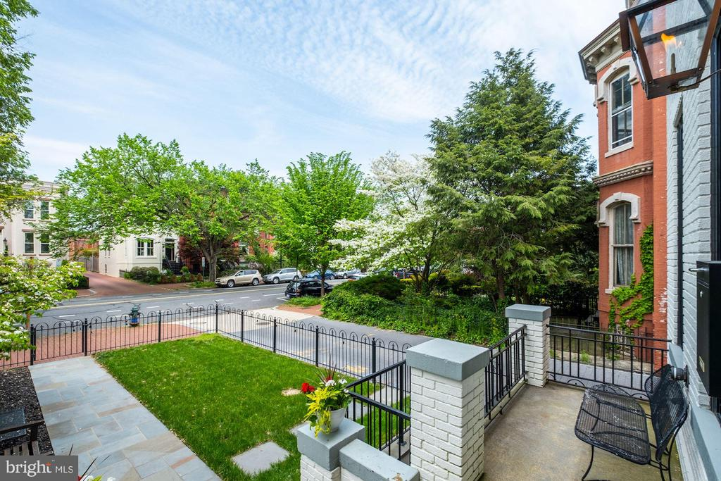 Prestigious East Capitol Street - 629 E CAPITOL ST SE, WASHINGTON
