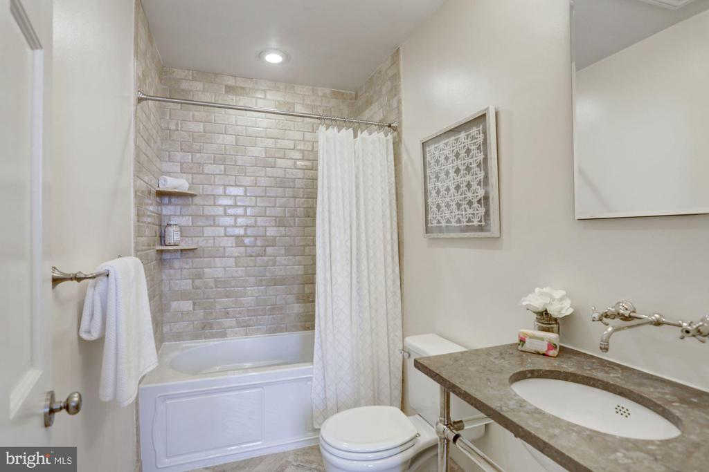 2nd bathroom off hallway.  Large soaking tub - 1510 26TH ST NW, WASHINGTON