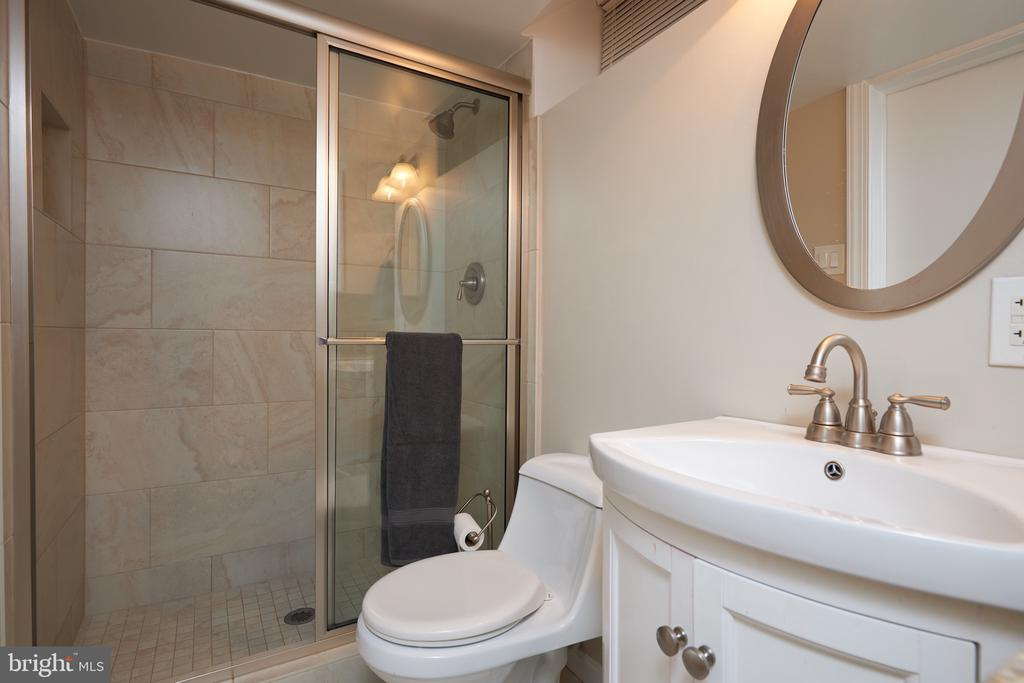 Full bath in lower level - 2912 S GRANT ST, ARLINGTON