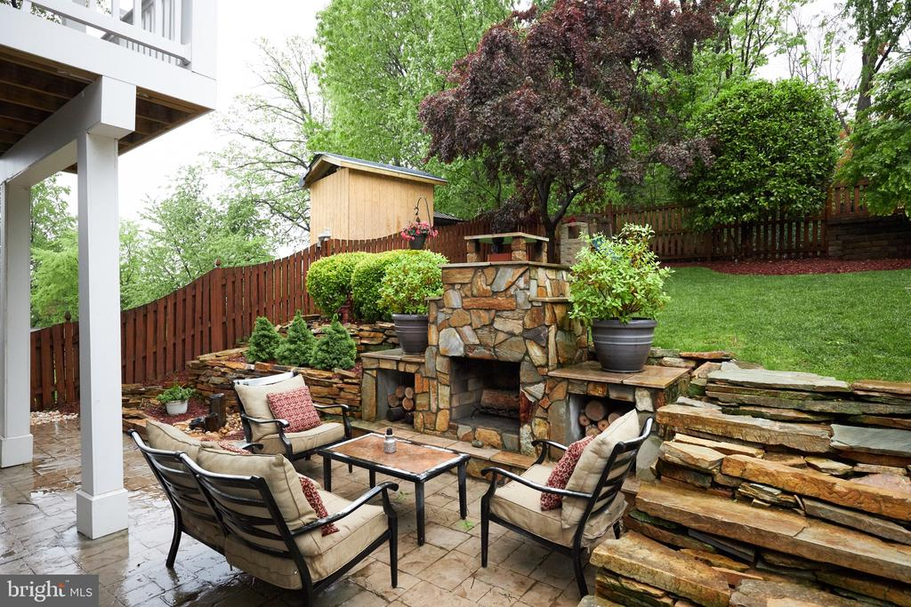 Outdoor entertaining area - 2912 S GRANT ST, ARLINGTON