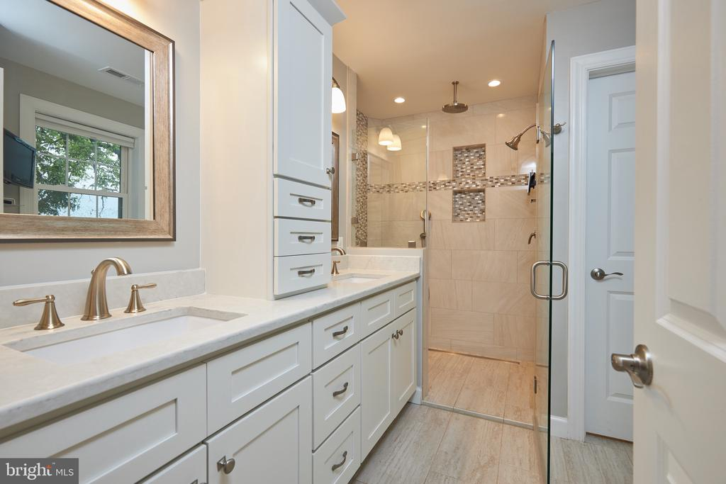 Master bath with heated floors and large shower - 2912 S GRANT ST, ARLINGTON