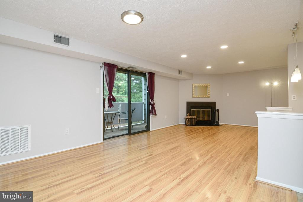 Living Room & Dining Combo - 12209 PEACH CREST DR #903-F, GERMANTOWN