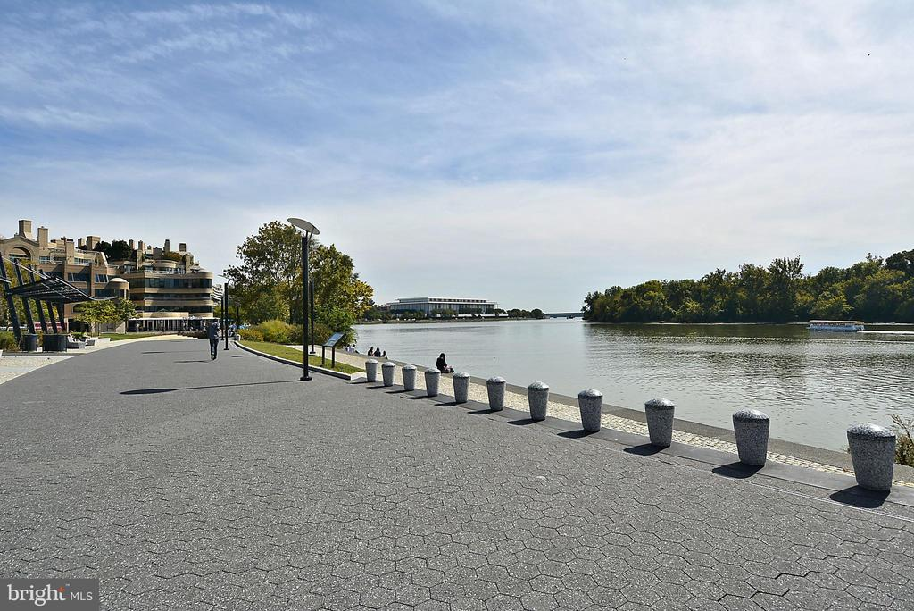 More of beautiful Georgetown waterfront - 1510 26TH ST NW, WASHINGTON