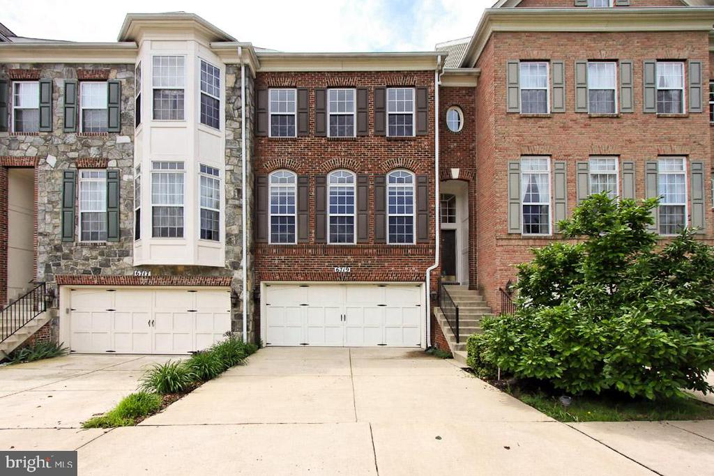 Welcome Home - rarely available 4 BR, 4 1/2 bath! - 6719 ASPEN TRACE CT, ANNANDALE
