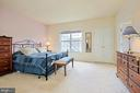 Large Master Bedroom with walk in closet - 6719 ASPEN TRACE CT, ANNANDALE