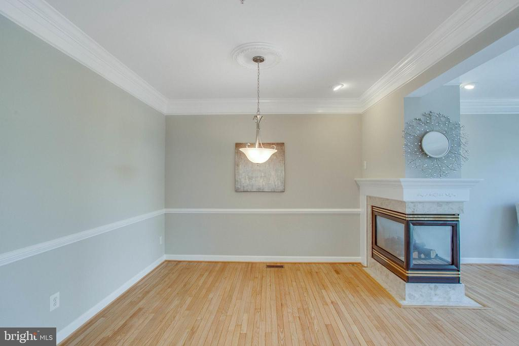 Main level dining area with three sided gas frpl. - 43771 APACHE WELLS TER, LEESBURG