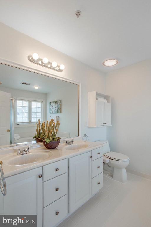 Tile floors and large vanity in Master Bath - 43771 APACHE WELLS TER, LEESBURG