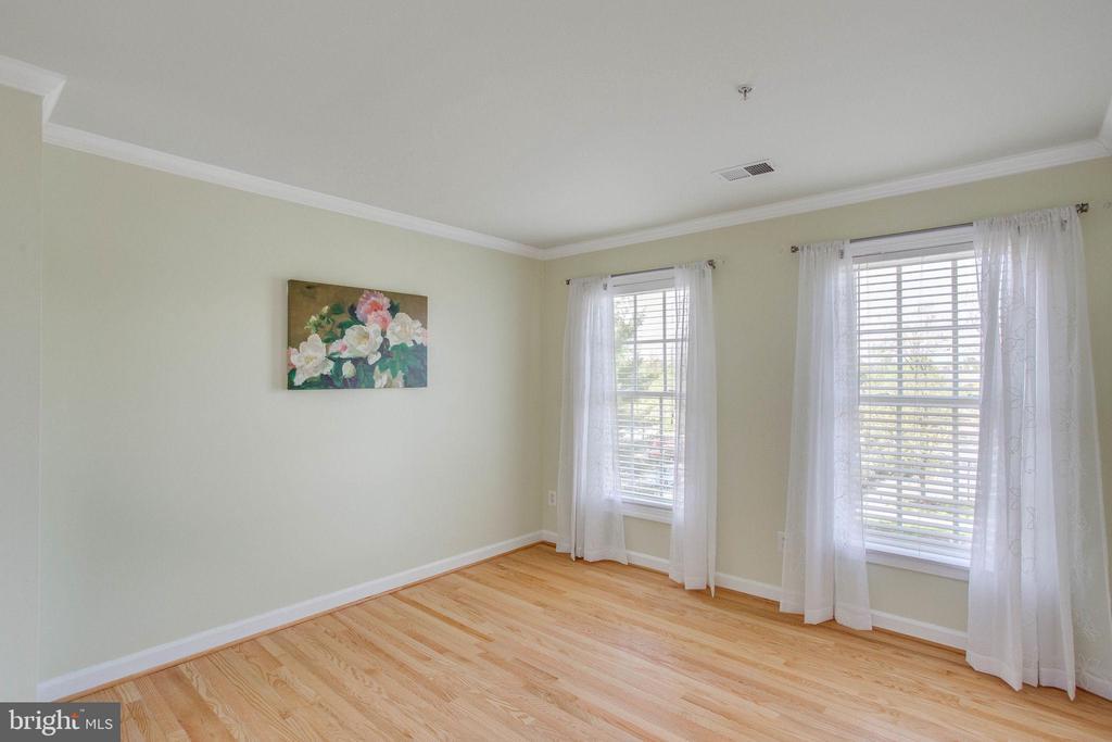 Bedroom #2 with two windows & hardwood floors - 43771 APACHE WELLS TER, LEESBURG