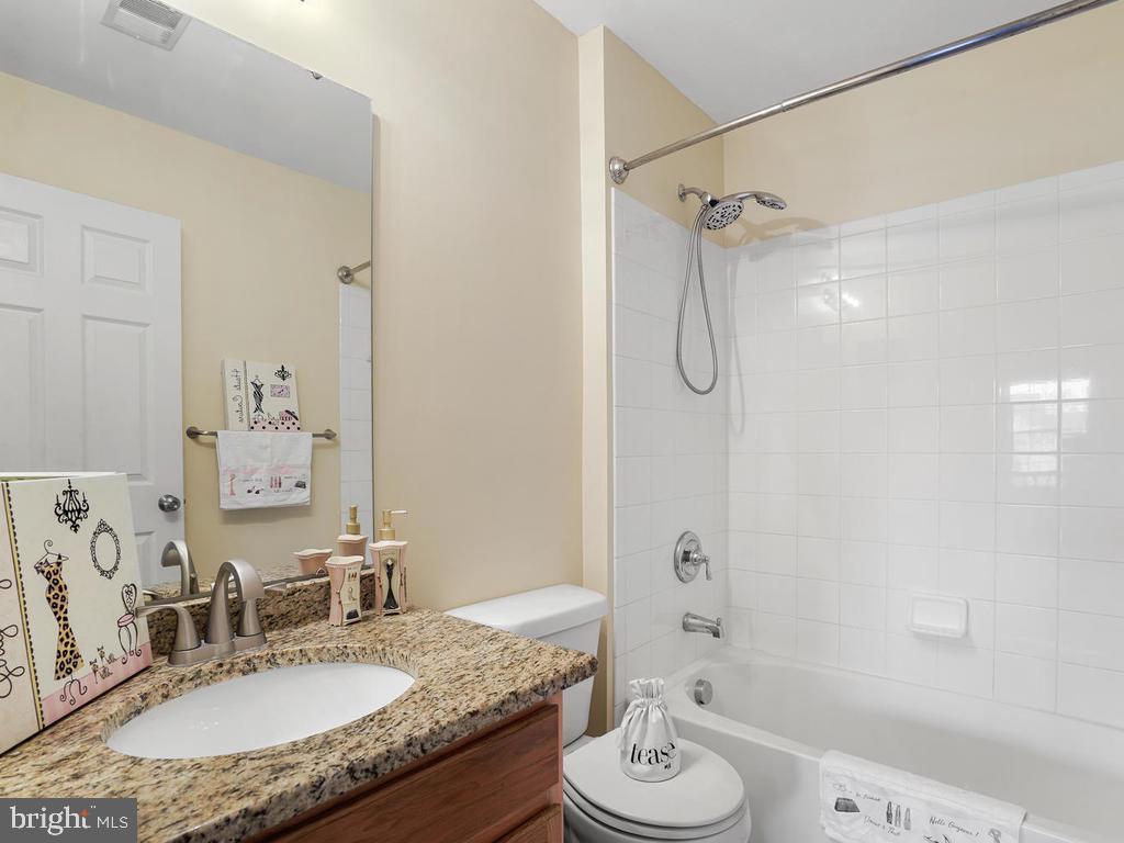 Hallway Bathroom Upstairs - 2151 BALLAST LN, WOODBRIDGE