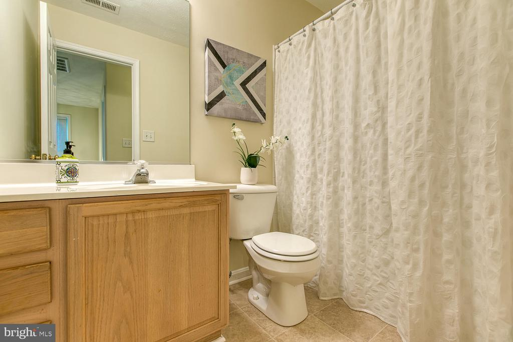 Hall Bath - 2829 OCONNOR CT, FREDERICKSBURG