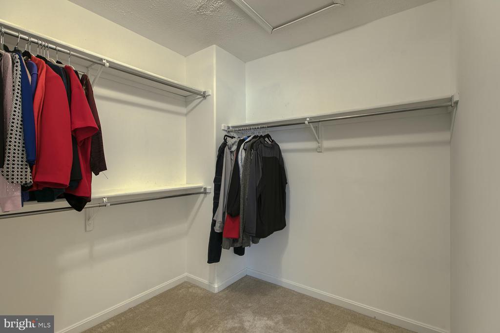 Master Closet - 2829 OCONNOR CT, FREDERICKSBURG