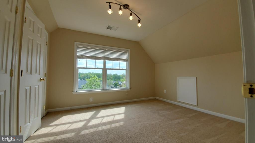 3rd level bedroom - 18805 PIER TRAIL DR, TRIANGLE