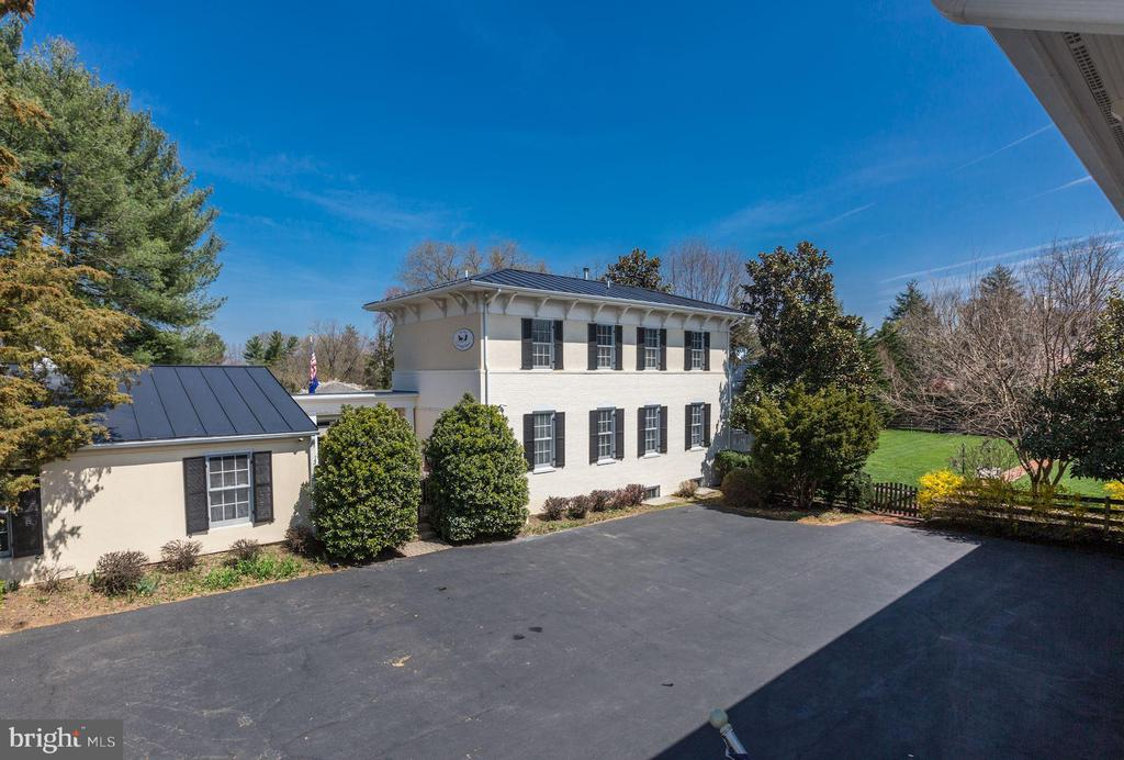 - 206 WIRT ST NW, LEESBURG