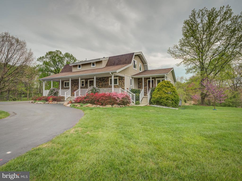 Long Private Driveway to Circular Front Entrance - 5917 WILD FLOWER CT, ROCKVILLE
