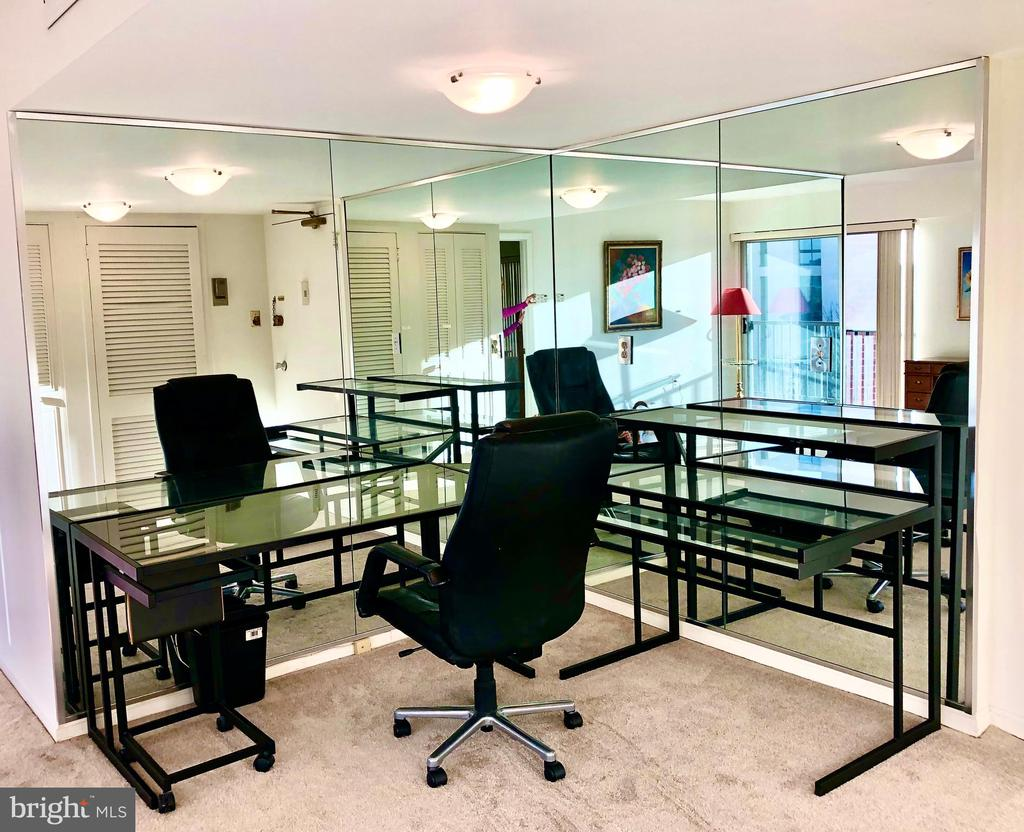 Mirrored  Office/Den - 1300 ARMY NAVY DR #1012, ARLINGTON