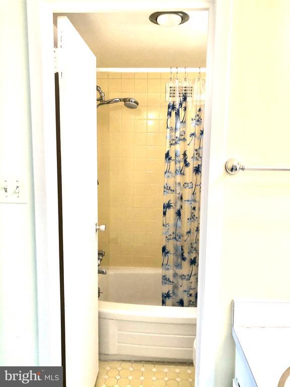 Fully Tiled Bath - 1300 ARMY NAVY DR #1012, ARLINGTON