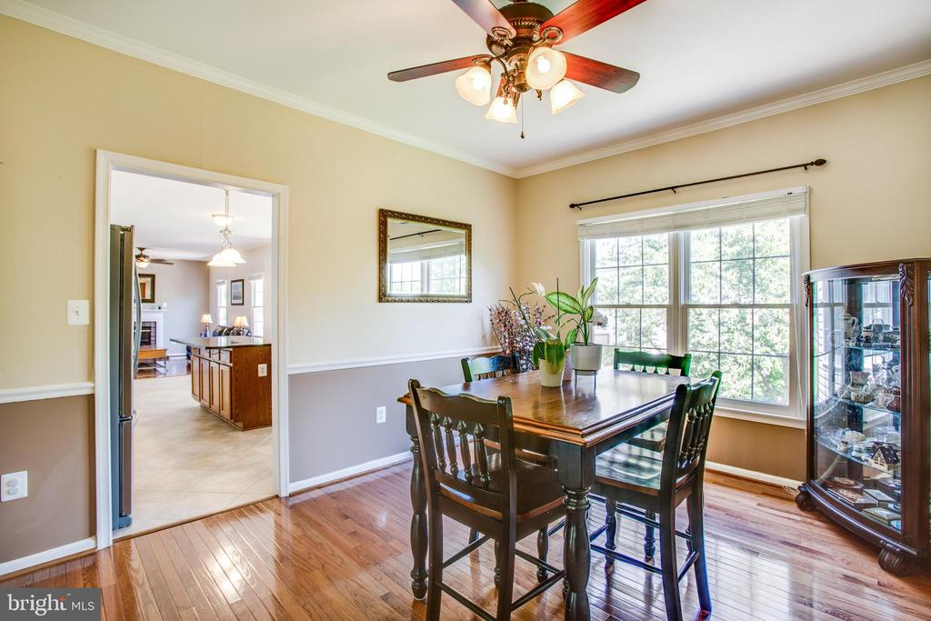 Formal dining connects to the kitchen - 6 CROMWELL CT, STAFFORD