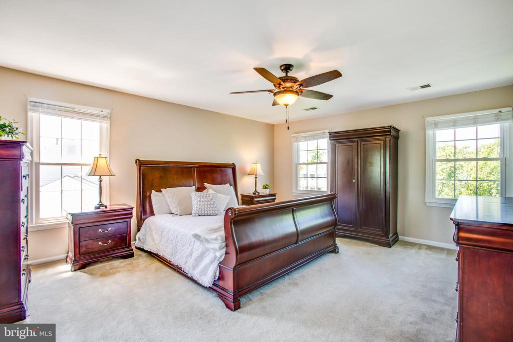 Spacious master bedroom with a huge walk-in closet - 6 CROMWELL CT, STAFFORD