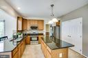 Bright and open kitchen with double pantry - 6 CROMWELL CT, STAFFORD