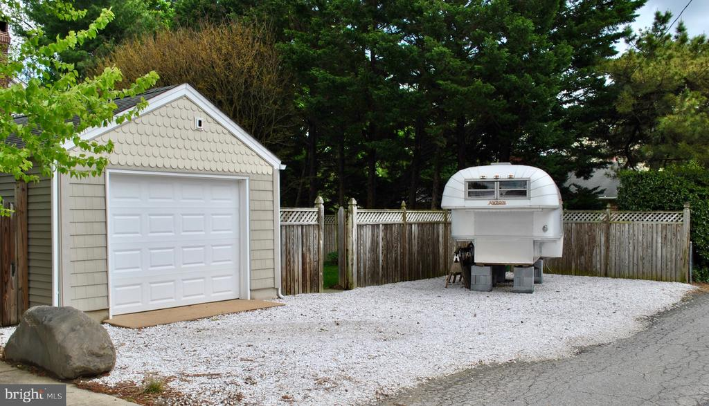 leads to 1-car garage/workshop and parking for 5. - 434 STATE ST, ANNAPOLIS