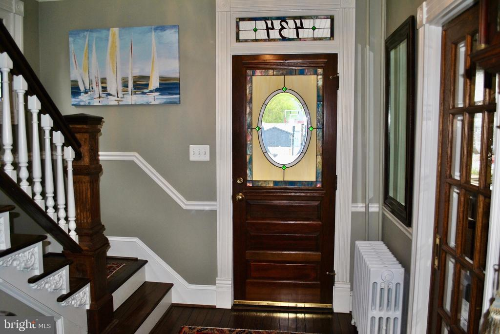 Traditional  foyer & beveled glass doors to LR/DR. - 434 STATE ST, ANNAPOLIS