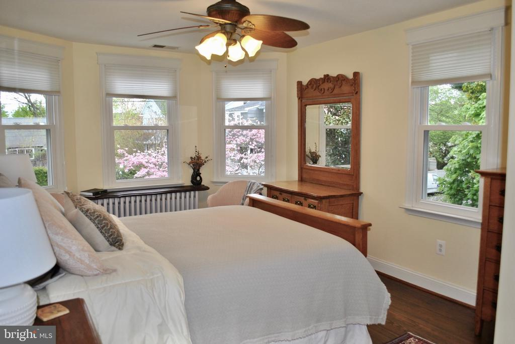 Sunny guest room #1 has lg. walk-in closet - 434 STATE ST, ANNAPOLIS