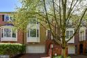 Beautiful 4 LVL Townhome - 5934 MAPLEWOOD PARK PL, BETHESDA