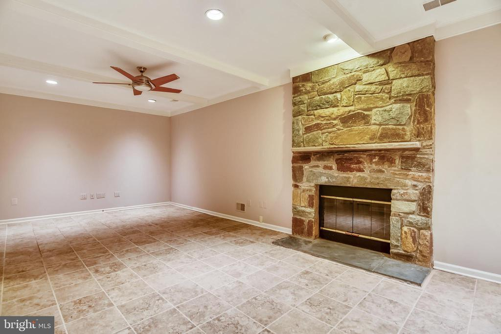Finished lower level with third fireplace &wet bar - 5934 MAPLEWOOD PARK PL, BETHESDA