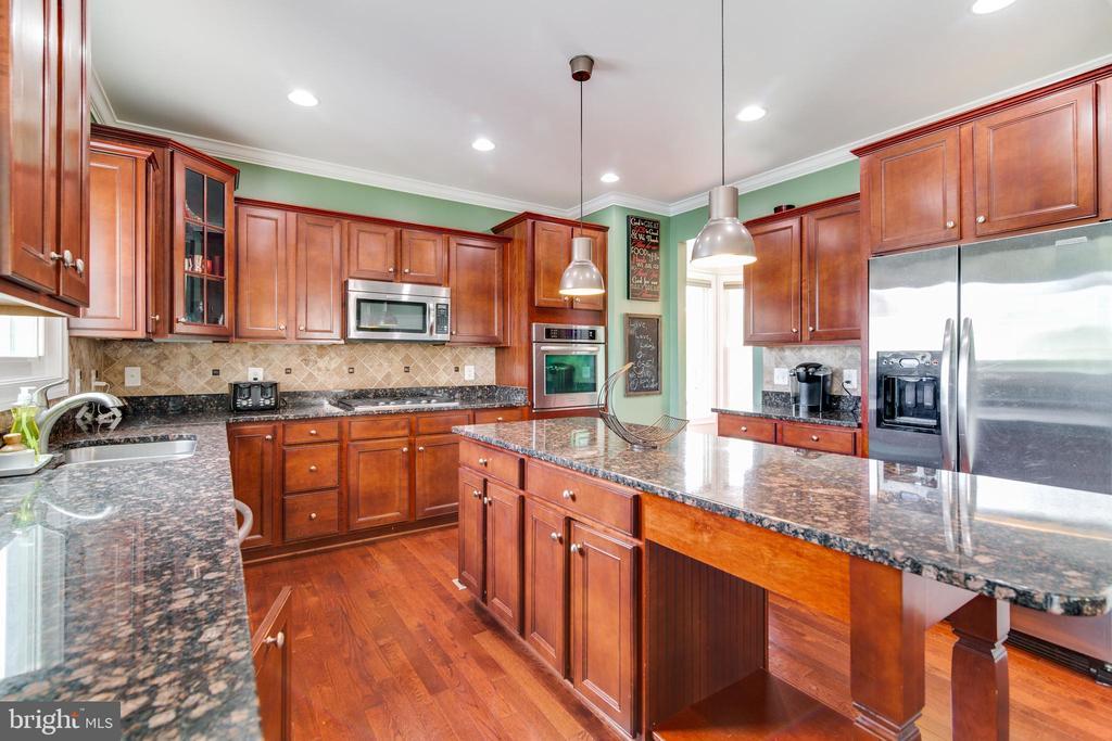 Kitchen with stainless steel appliances - 16144 WOODLEY HILLS RD, HAYMARKET