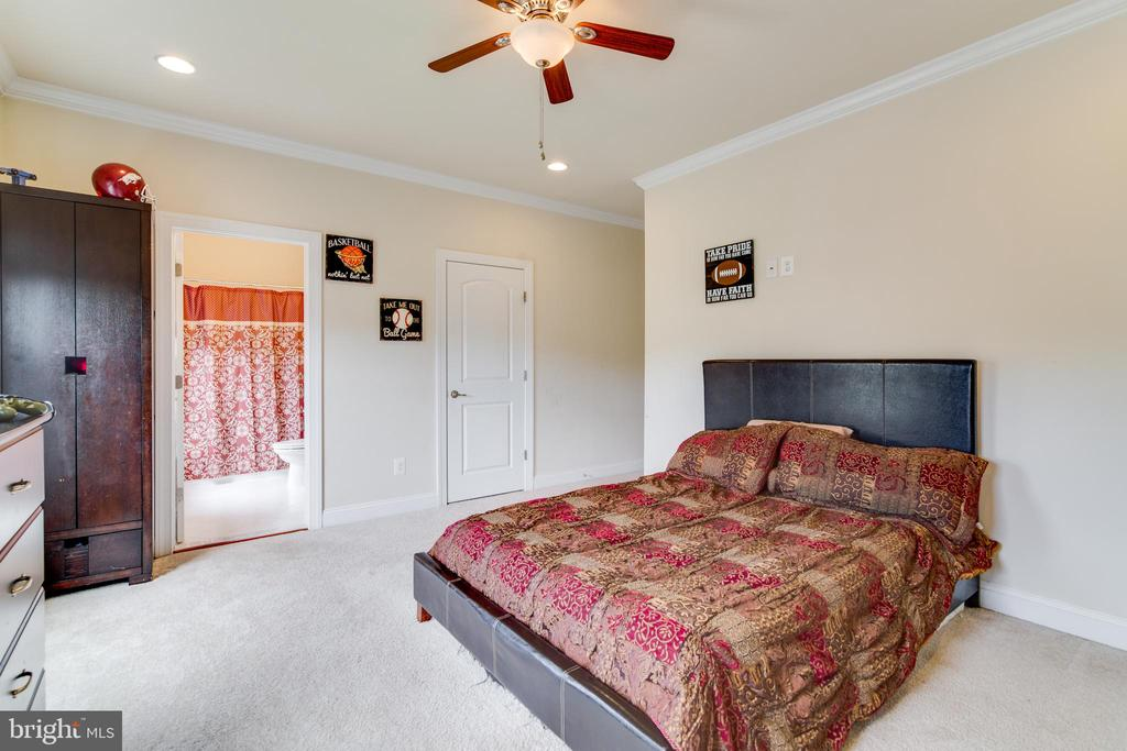 Bedroom 2 with private Bath - 16144 WOODLEY HILLS RD, HAYMARKET