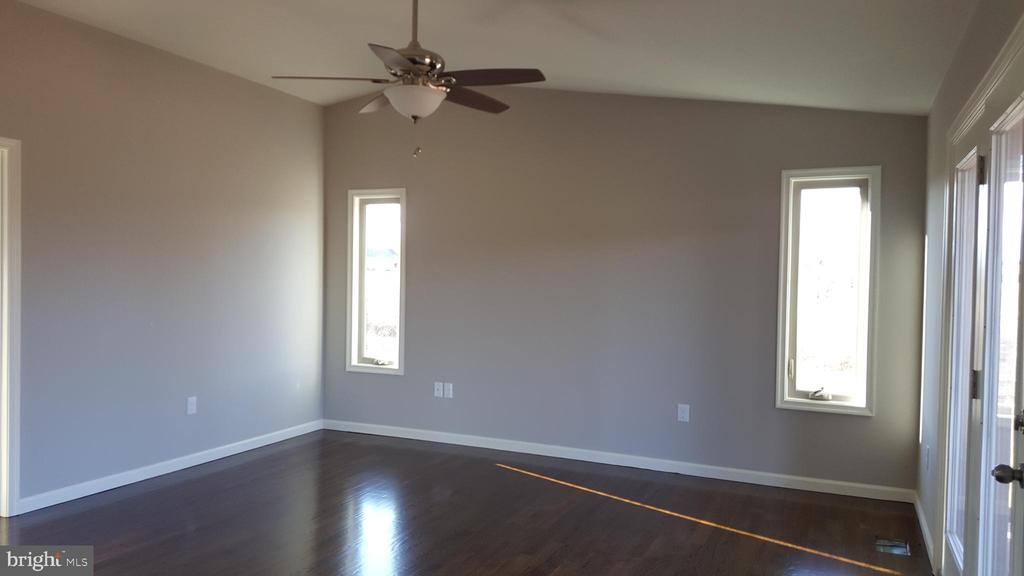 master bedroom - GRUVER GRADE, MIDDLETOWN