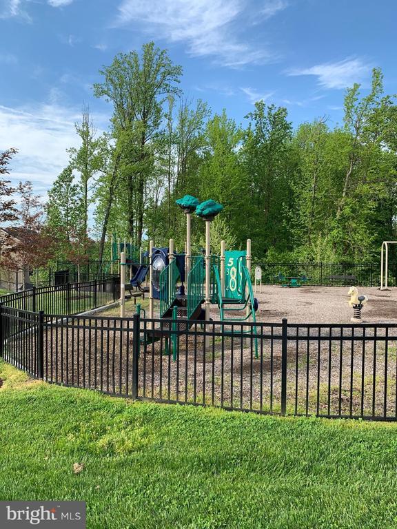 Playground Area - 9410 GEATON PARK PL, LANHAM