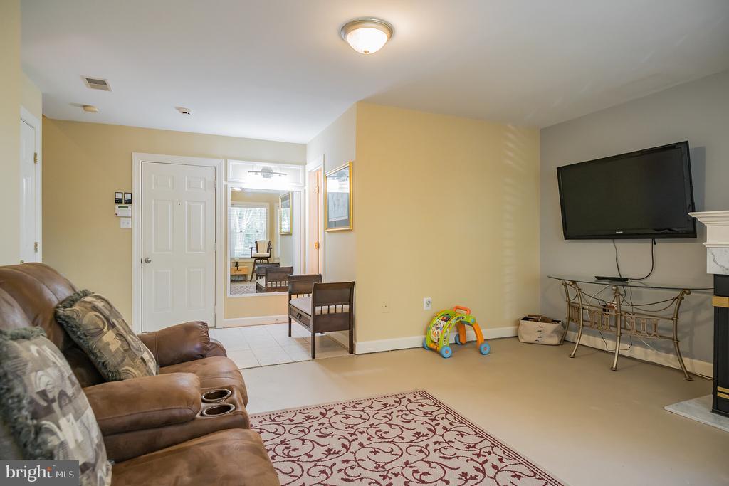 Basement Family Room - 931 HERONS RUN LN, WOODBRIDGE