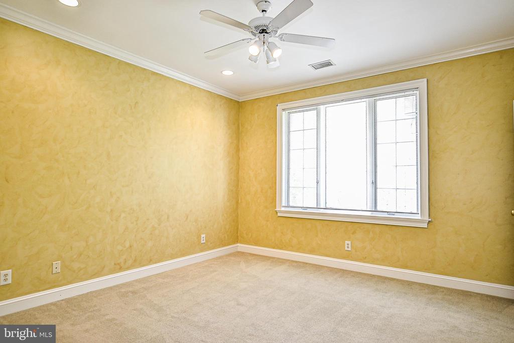 Bedroom 4 with Crown Molding & Ceiling Fan - 12970 WYCKLAND DR, CLIFTON