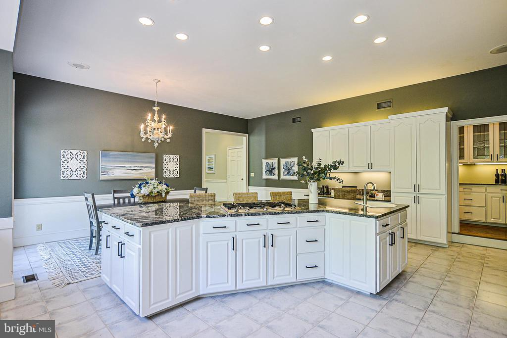 Enormous Center Island & New Hardware in Kitchen - 12970 WYCKLAND DR, CLIFTON