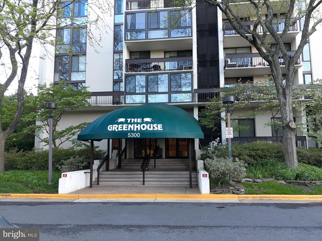 Front of Building - 5300 HOLMES RUN PKWY #503, ALEXANDRIA
