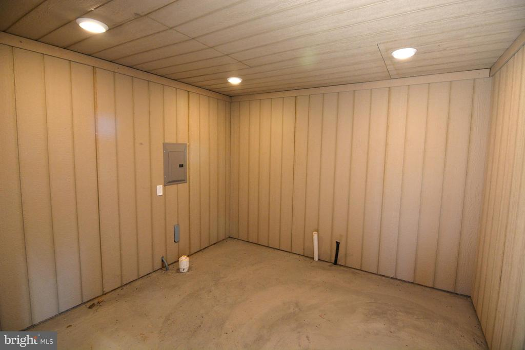 Tack room or grooming area. - 65 HICKORY LN, HUNTLY